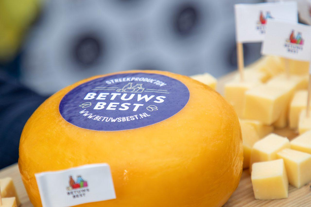 ronde kaas met betuws best logo en vlaggetje