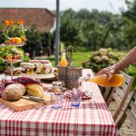 gedekte tafel met streekproducten de appelgaard